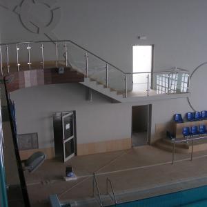 Balustrady wewnętrzne basen Lamo