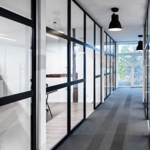 ścianka ze szkła i aluminium Lamo