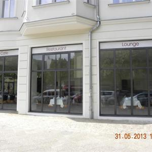 Storefront Lamo 1